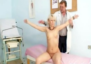 Mature Romana has old pussy gyno speculum